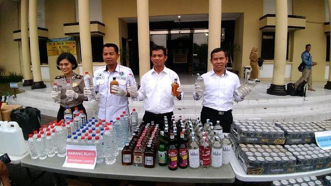10.000 Botol Miras Oplosan dan Kedaluwarsa Diamankan dalam 4 Hari