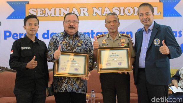 Kapolrestabes Surabaya di seminar kampus Unitomo/