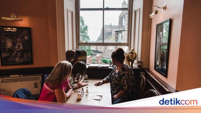 Bersantai di Kafe Klasik Tempat Lahirnya Buku Harry Potter yang Terkenal