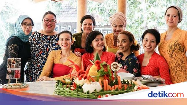 Gaya Seru Kulineran Wanda Hamidah Yang Dijuluki 'Peramal Ulung'