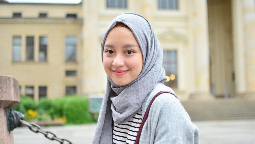 Segiempat Atau Pashmina Hijab Yg Cocok Untuk Wajah Bulat
