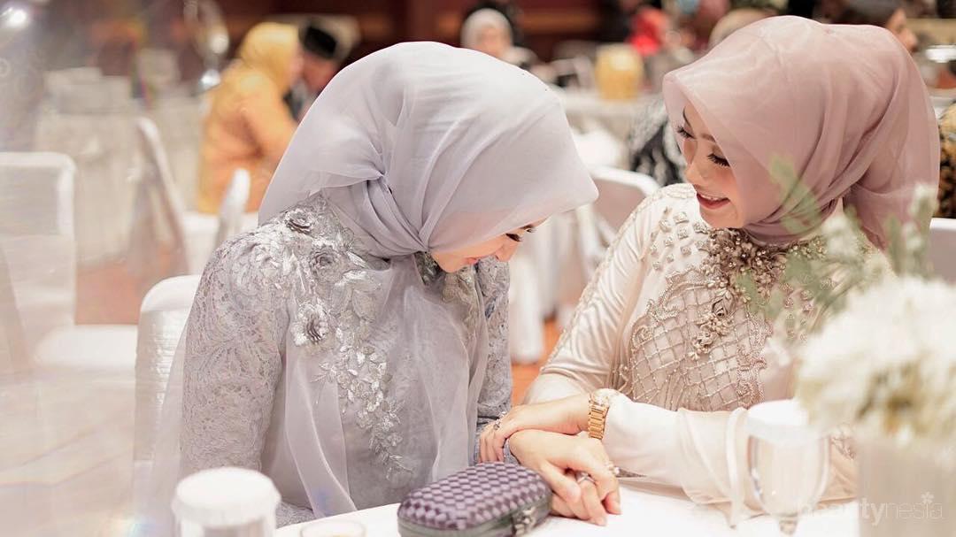 Terlihat Rapi Banget Ternyata Ini Tutorial Hijab Segi Empat Laudya Cynthia Bella Sehari Hari