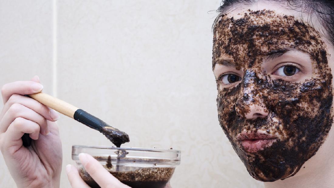 5 Scrub Alami Untuk Memutihkan Kulit Wajah Tepung Beras Hingga Kopi