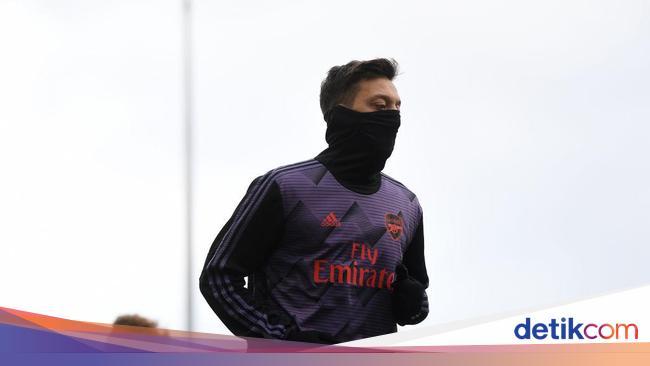 Mesut Oezil Sebentar Lagi Tinggalkan Arsenal