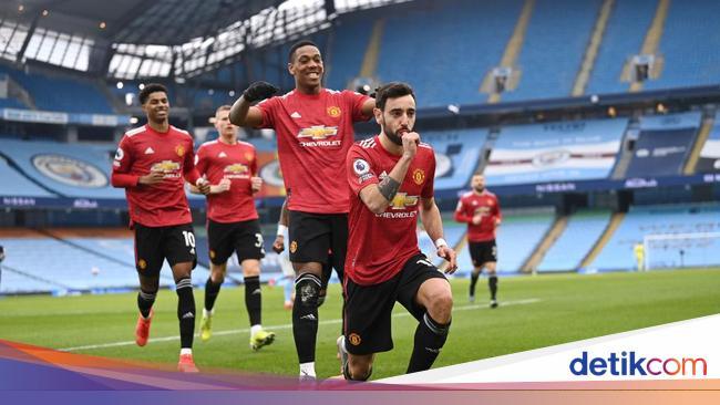 1 Karena Manchester United Belum Kibarkan Bendera
