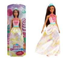 Boneka Putri Barbie Dreamtopia Siap Untuk Memerintah Kerajaan Ajaib Rainbow Cove!    Dia Berpakaian Untuk Segala Acara Kerajaan Atau Petualangan Dongeng Dalam Pakaian Berwarna Cerah Dengan Rok Yang Dapat Dilepas, Tiara Cantik Dan Sepatu Yang Serasi.