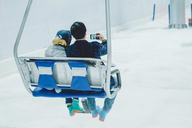Wahana chair lift di Trans Snow World Bekasi