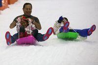 Liburan Tiba, Yuk Ajak Anak Main Salju di Bekasi