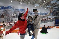 Puas Main Salju dengan Harga Tiket Snow World Bekasi yang Terjangkau