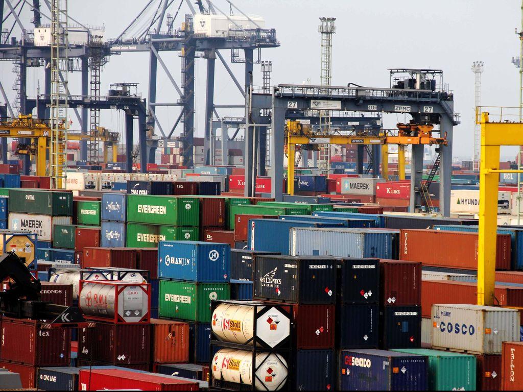 Mampet di Pelabuhan, Ratusan Kontainer Sayur-Buah Terancam Busuk