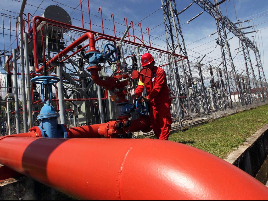 Luhut Pertimbangkan Buka Impor Gas, Ini Kata PLN