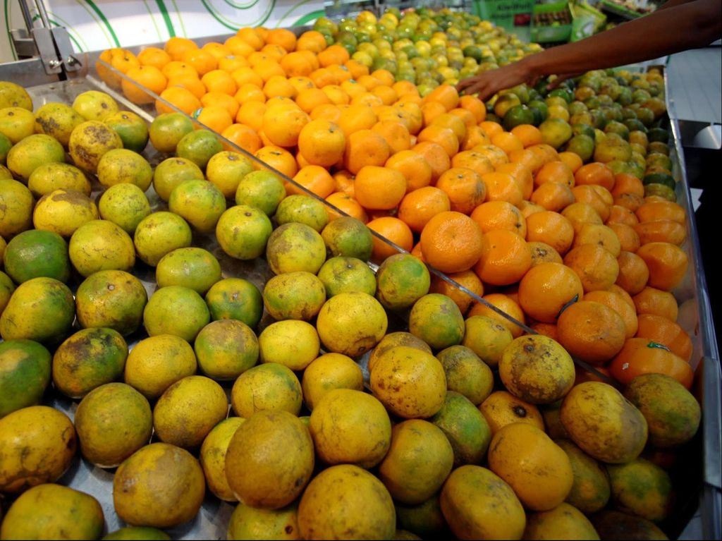 Jelang Imlek, Impor Buah hingga Kacang Almond Melonjak