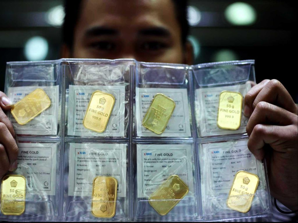 Biang Kerok Harga Emas Turun Terus