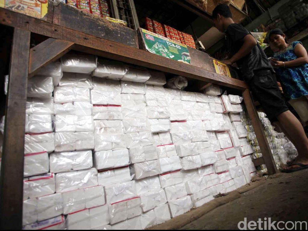 Jokowi Minta Garam Impor Buat Industri Tak Bocor ke Pasar