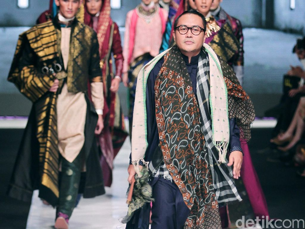 Fashion Show di London, Deden Siswanto Audisi Model Lewat E-mail