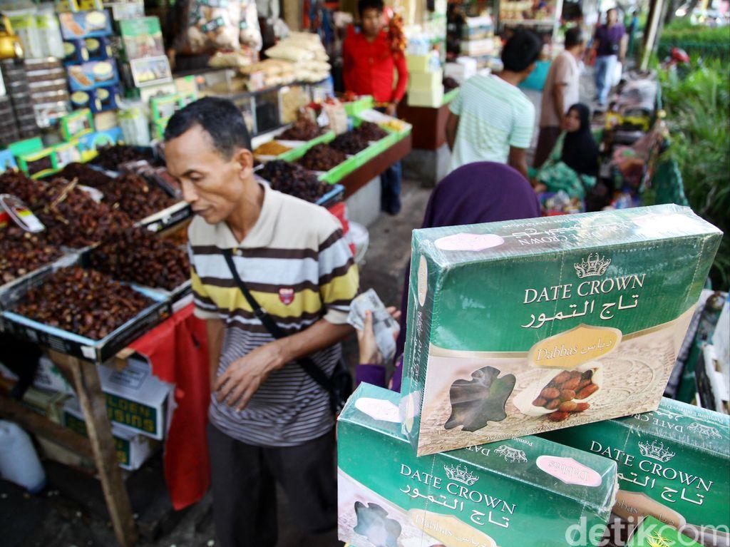 Nasib Ngenes Pedagang Pernak-pernik Haji di Tengah Pandemi