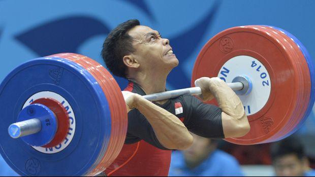 Atlet angkat besi Indonesia Eko Yuli Irawan berusaha mengangkat beban 174 kg pada clean&Jerk kelas 62 kg Asian Games 2014 di Moolight Festival Garden, Incheon, Minggu (21/9). Walaupun gagal diangkatan tersebut Eko berhasil merebut medali perunggu. ANTARA FOTO/SAPTONO/Spt/14