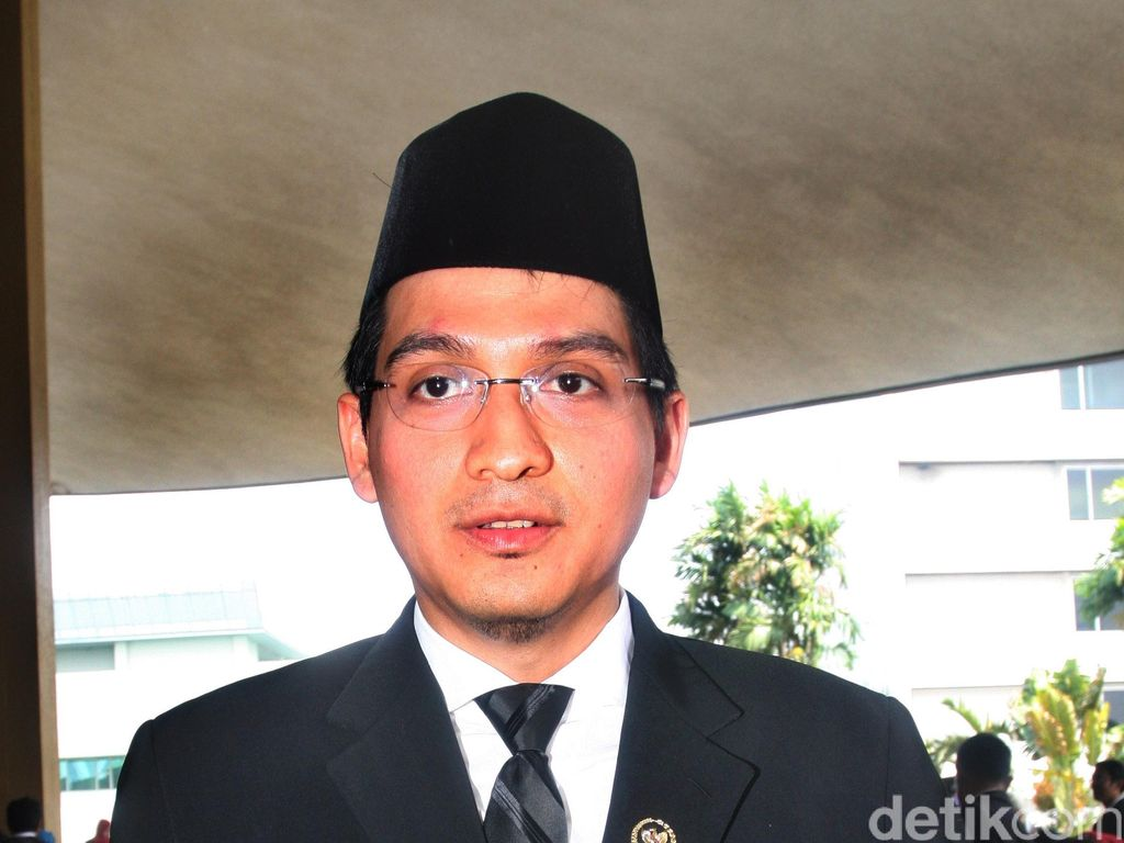 PAN Vs Lucky Hakim soal PAW DPR