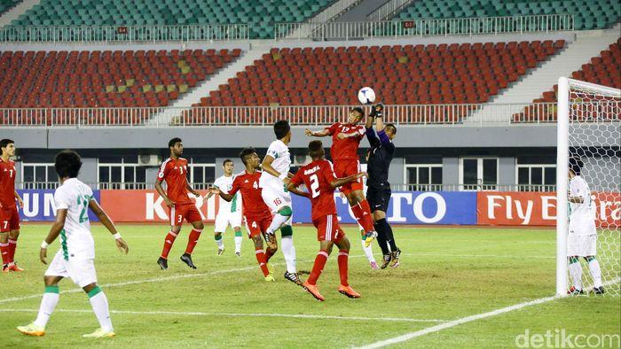 Indonesia saat melawan Uni Emirat Aran di Piala Asia U-19 2018. (Foto: Grandyos Zafna/detikcom)