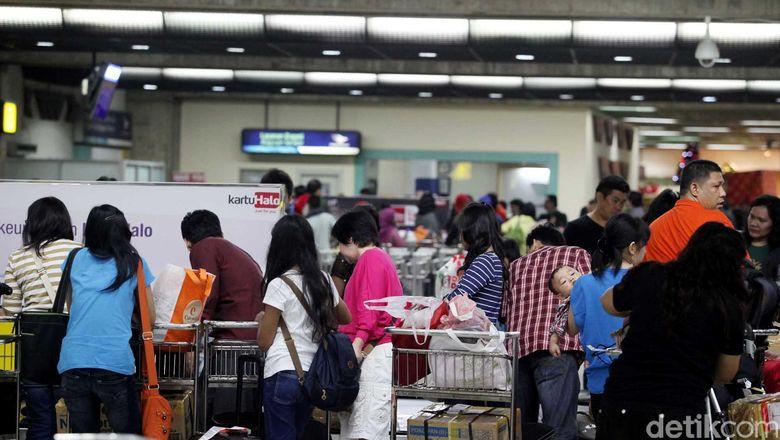 Batas Barang Dibawa Lewat Bandara RI US$ 250, Bagaimana Negara Lain?