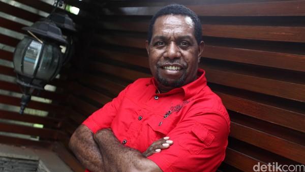 Edo Kondologit lahir di Malanu, Sorong, 5 Agustus 1967 umur 47 tahun merupakan seorang penyanyi jazz Indonesia. Sosoknya dikenal…</div>                         <!--read more button-->                         <a class=