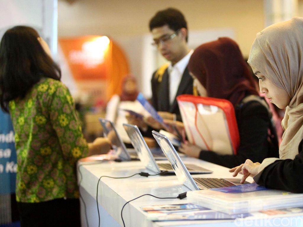 OJK Targetkan Kredit Tumbuh 12-13% Tahun Depan