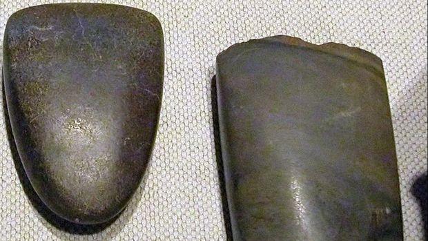 Contoh kapak batu dari zaman Neolitikum
