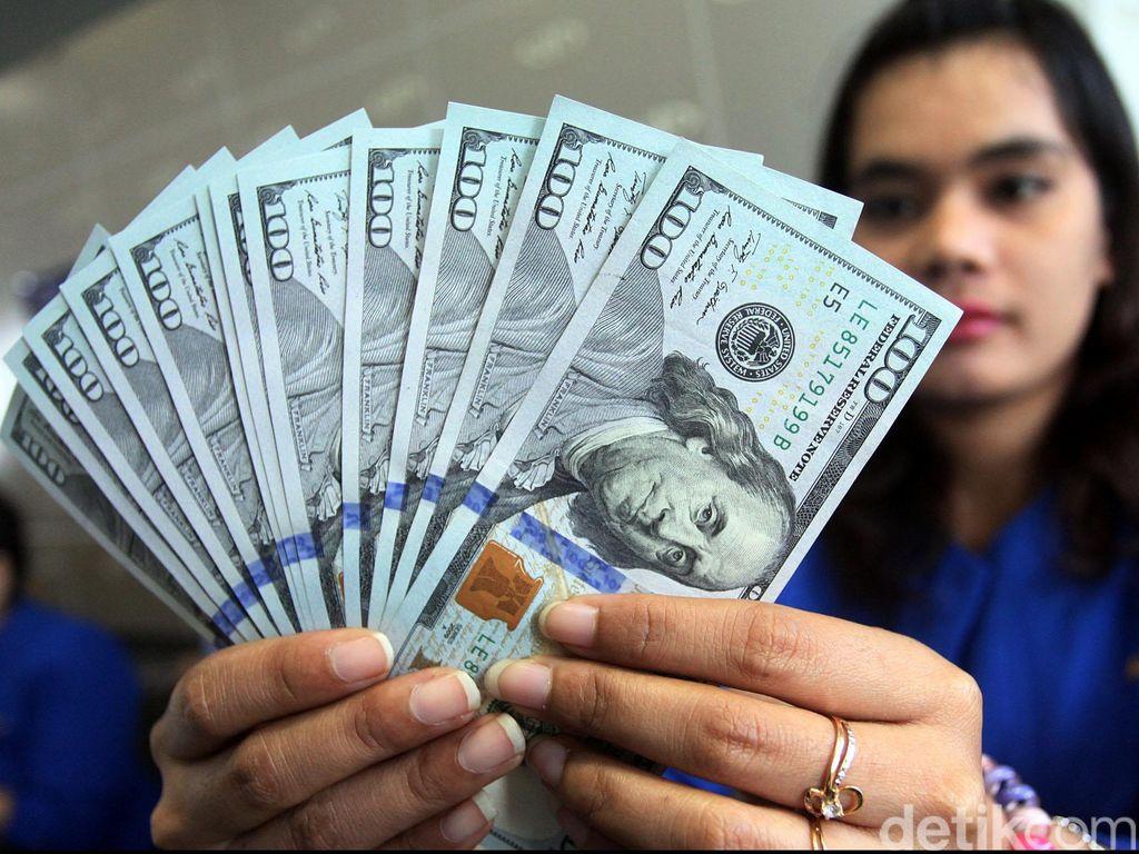 Dolar AS Kembali Tembus Level Rp 14.210