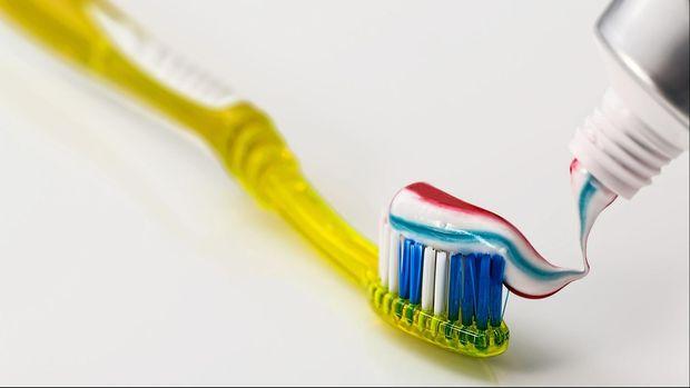 Ilustrasi sikat dan pasta gigi