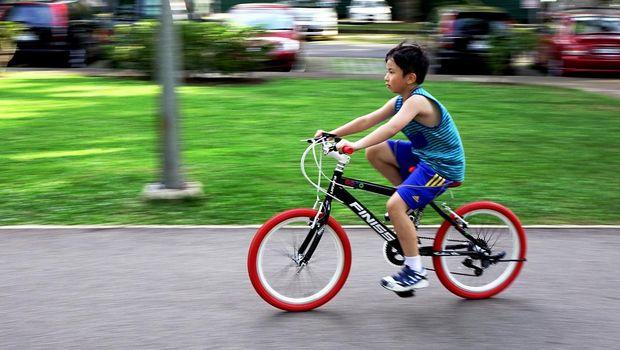 Ilustrasi Anak Bersepeda