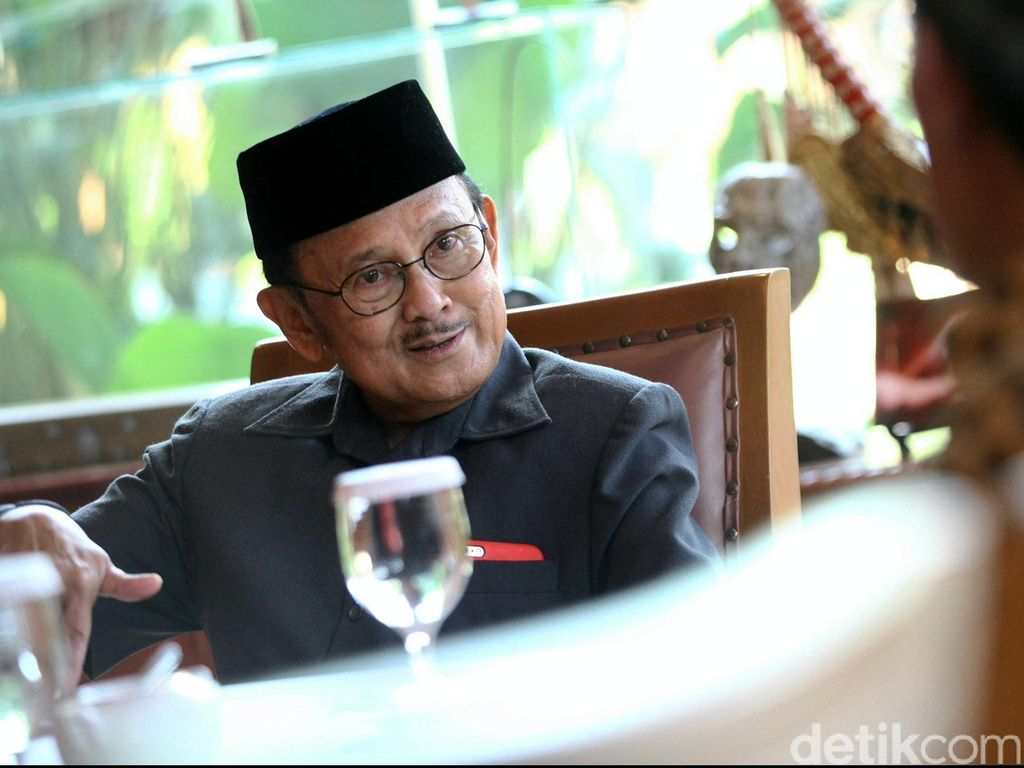 Jokowi Terus Pantau Kondisi Kesehatan BJ Habibie