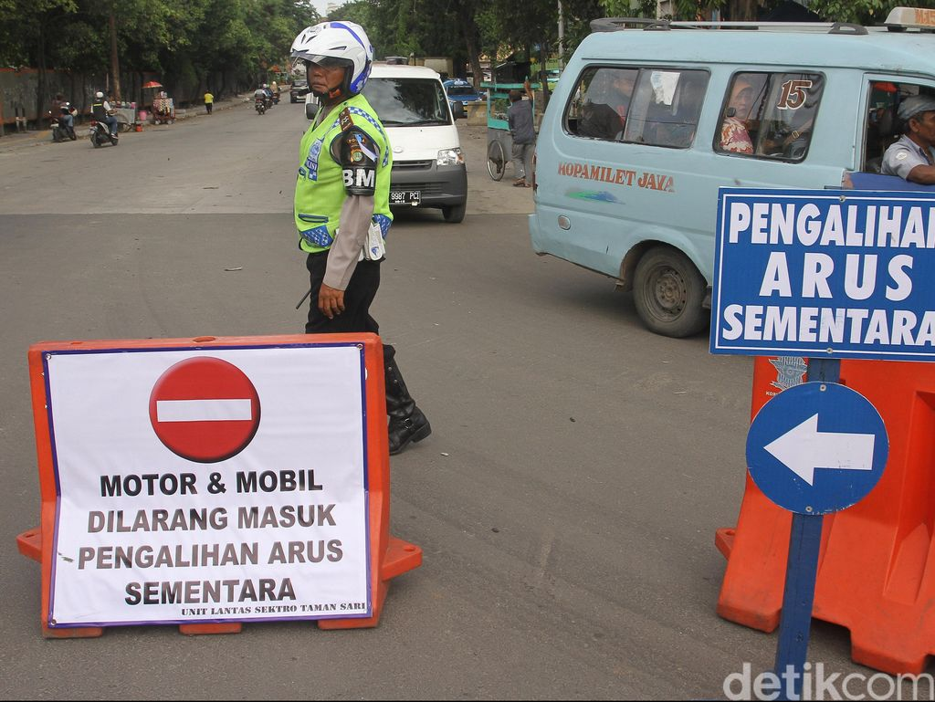 Besok Ada Wisuda, Pengendara Diimbau Hindari Jalan Bintaro Utama V