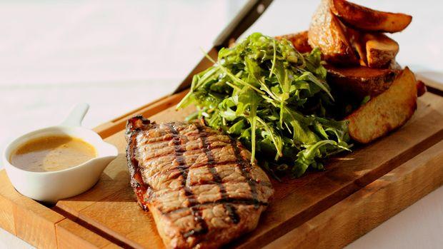 Ilustrasi hidangan steak