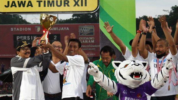 Persik dua kali juara Liga Indonesia bersama Iwan Budianto.