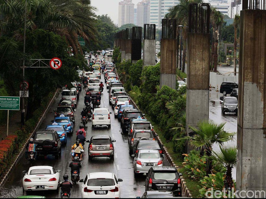 Tak Pakai Bekas Monorel, Kontraktor Bangun Tiang Baru untuk LRT