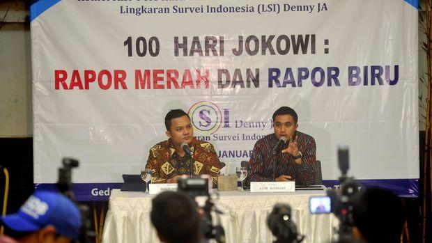 Peneliti Lingkaran Survei Indonesia (LSI) Rully Akbar (kiri).