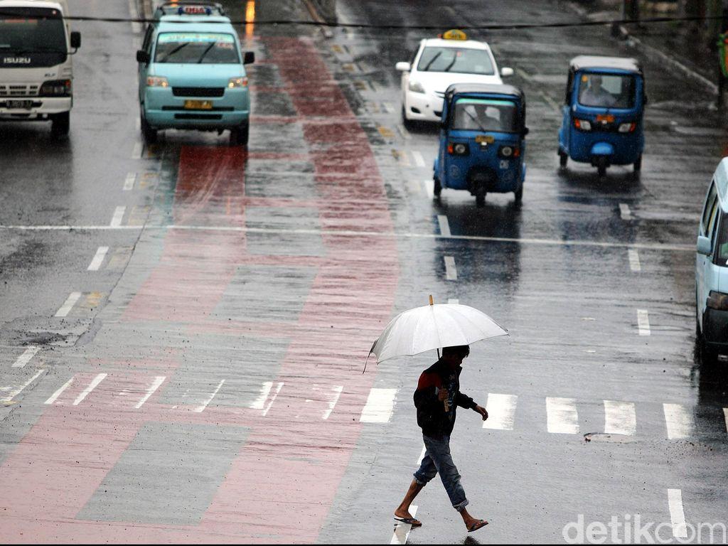 BMKG: Waspada Potensi Hujan di Jaksel dan Jaktim Sore Hari Ini