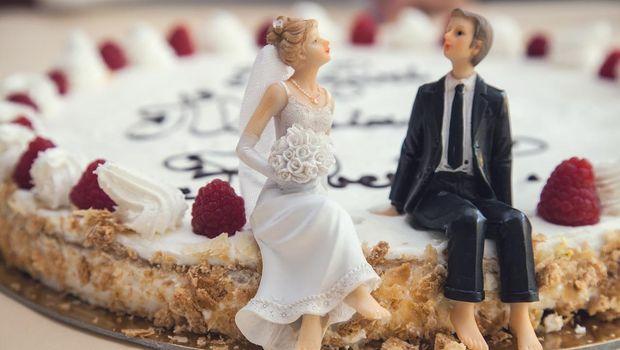 Ilustrasi kue pernikahan