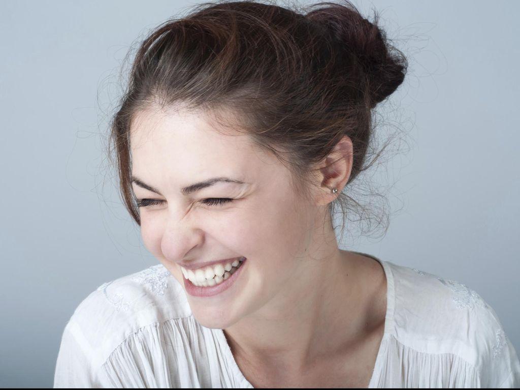 Riset: Tertawa Terbahak-bahak Bisa Bantu Anda Dapatkan Perut Six Pack