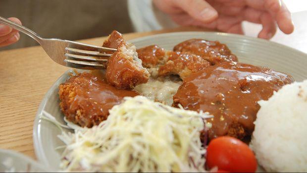 Ilustrasi Makan Ayam