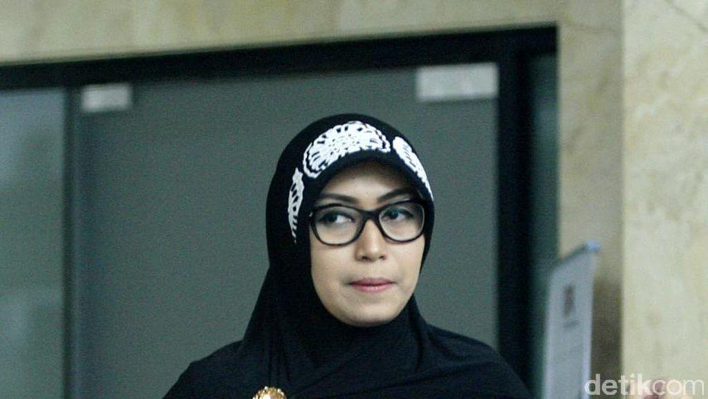 Foto: Siti, Istri Fuad Amin Si Koruptor Rp 414 Miliar