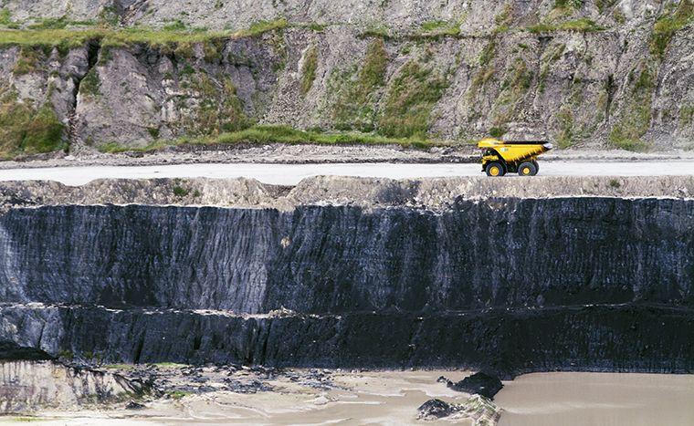 Kegiatan penambangan dan pengangkutan batubara milik PT Adaro Energy Tbk (ADRO). (Dok. Adaro)