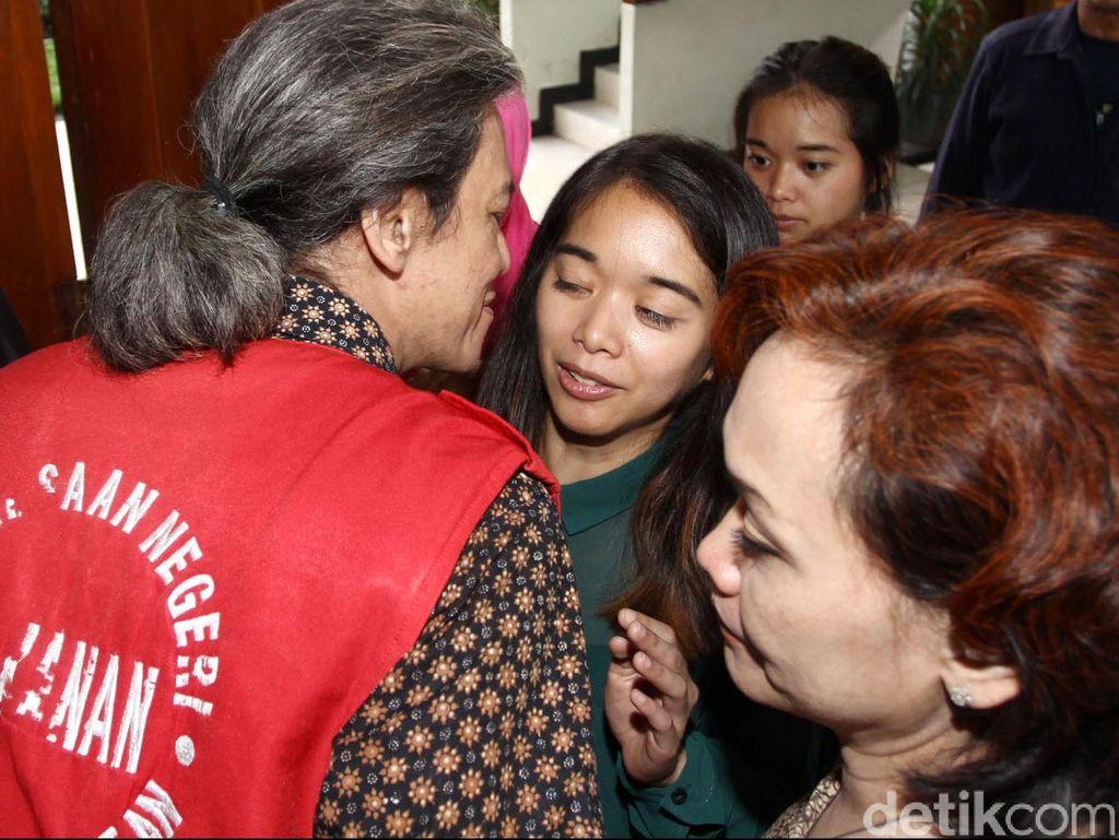 Kerabat dan Istri Fariz RM Sambangi Polres Jakarta Utara