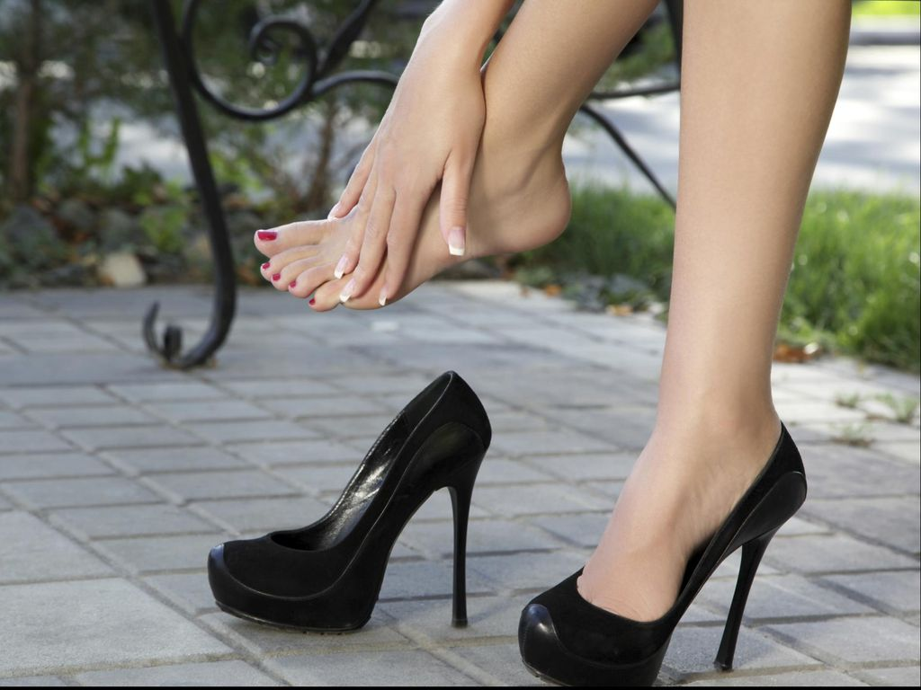 Ini Batas Waktu Aman Pakai High Heels untuk Berjalan