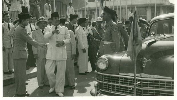 SUKARNO'S ARRIVAL. Indonesian President Soekarno arrived at Asia Africa Street on April 18, 1955. (Source: Asian-African Conference Museum)