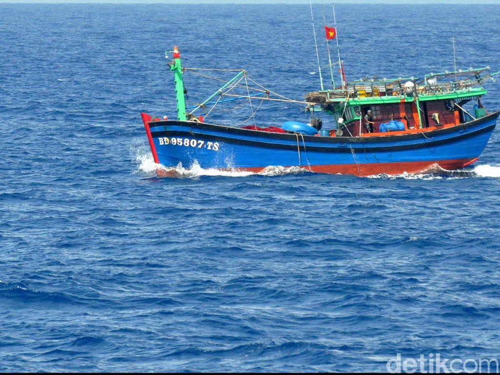 Polisi Cek Kabar Pencurian Ikan oleh Kapal Asing di Natuna Utara
