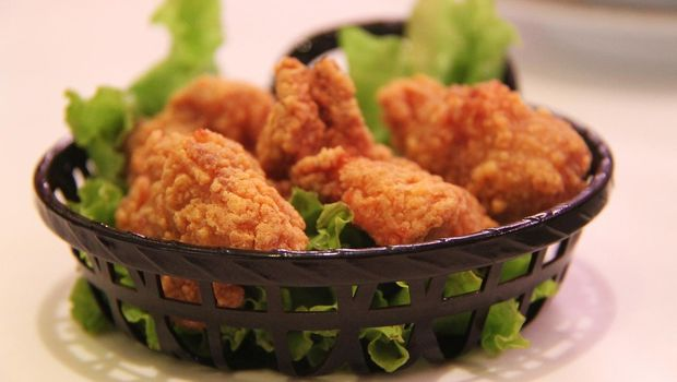 Ilustrasi hidangan ayam goreng