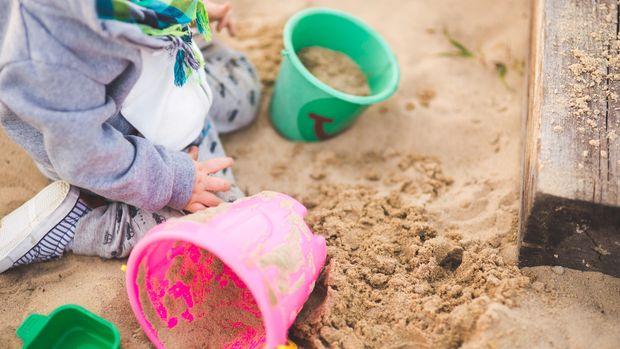 Ilustrasi Anak Bermain Pasir