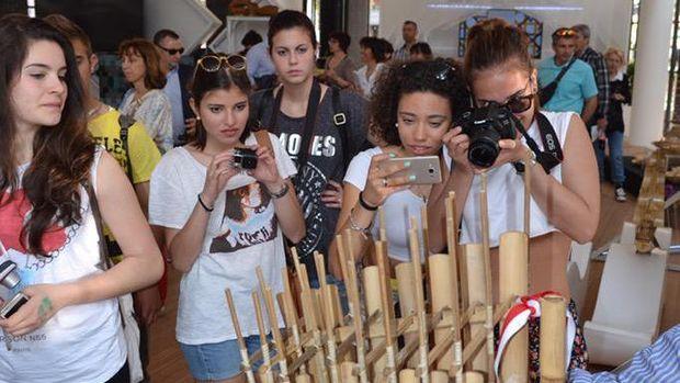 Pengunjung Paviliun Indonesia di World Expo Milano 2015