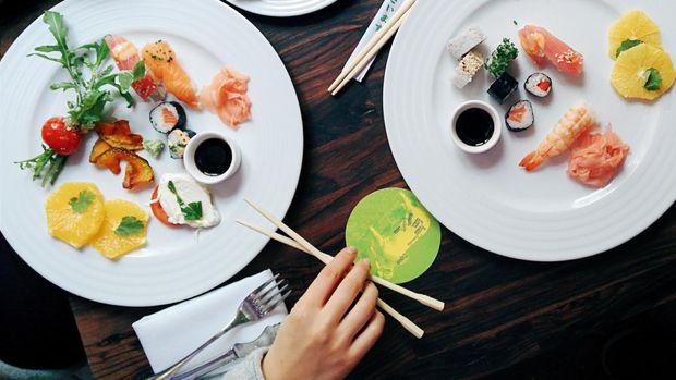 Gejala Penyakit  Obat Tradisional Ilustrasi makan siang